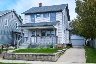 Racine Single Family Home Active Contingent With Offer: 2121 West Lawn Ave