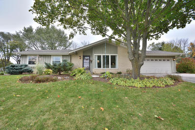Brookfield WI Single Family Home For Sale: $314,900