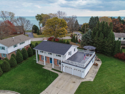 Racine Single Family Home For Sale: 23 Queens Ct