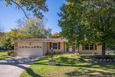 Lake Geneva Single Family Home For Sale: 342 Lookout Dr
