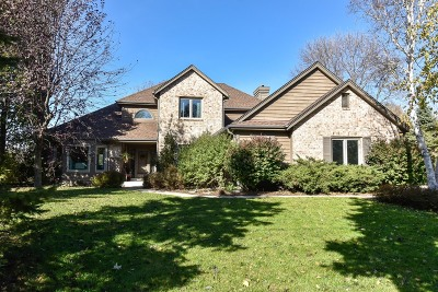 Waukesha Single Family Home Active Contingent With Offer: 2712 Chatsworth Cir
