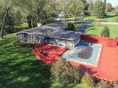 Mequon Single Family Home For Sale: 8401 W Poplar Dr