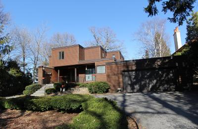 Single Family Home Active Contingent With Offer: 4450 N Lake Dr