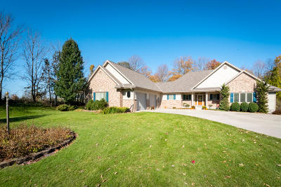 West Bend Single Family Home For Sale: 5888 Steeple Ln