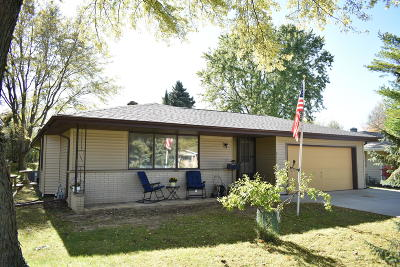 Plymouth WI Single Family Home Active Contingent With Offer: $169,900