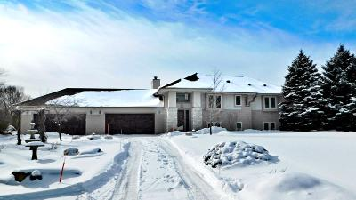 Ozaukee County Single Family Home For Sale: 1061 W Woodview Dr