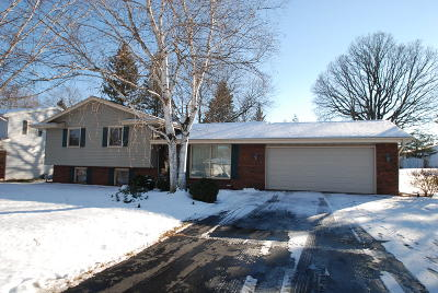 West Bend Single Family Home For Sale: 6062 Holly Ln