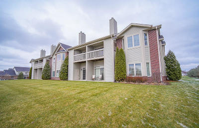 New Berlin Condo/Townhouse Active Contingent With Offer: 4864 S Forest Ridge Dr