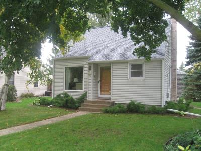 Menomonee Falls Single Family Home For Sale: W164n8410 Hiawatha Ave