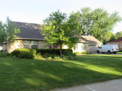 Milwaukee Single Family Home For Sale: 3261 N 92nd St