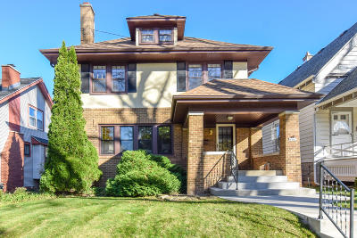 Milwaukee Single Family Home Active Contingent With Offer: 4462 N Murray Ave