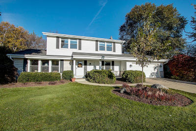 New Berlin Single Family Home Active Contingent With Offer: 15100 W Harcove Dr
