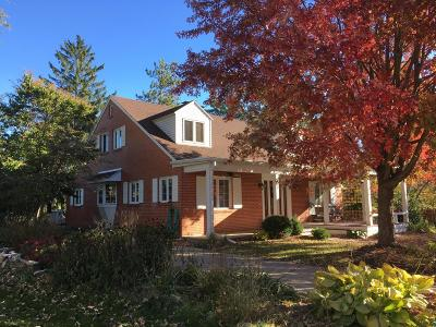 Fort Atkinson WI Single Family Home For Sale: $334,000
