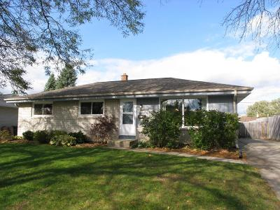 Menomonee Falls Single Family Home Active Contingent With Offer: N85w14978 Knoll Ter