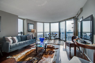 Milwaukee Condo/Townhouse For Sale: 1660 N Prospect Ave #2605