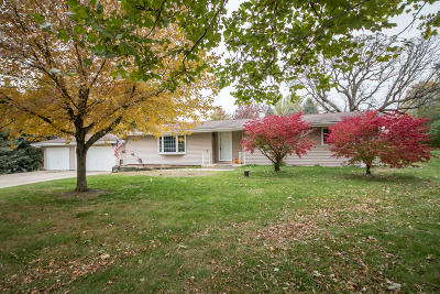 Mukwonago Single Family Home Active Contingent With Offer: S85w30870 Stonegate Dr