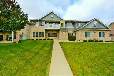 Kenosha Condo/Townhouse Active Contingent With Offer: 7002 53rd St #63