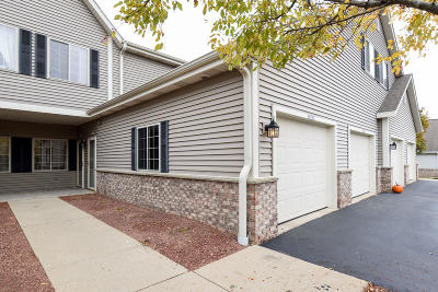 Grafton Condo/Townhouse Active Contingent With Offer: 2178 Pine Ridge Ct #F