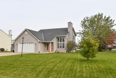 Oak Creek Single Family Home Active Contingent With Offer: 3434 E Debbie Dr