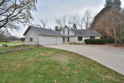 Brookfield Single Family Home Active Contingent With Offer: 14815 Jewel St