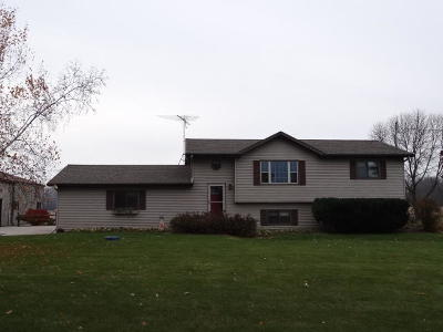 Peshtigo WI Single Family Home Active Contingent With Offer: $219,500