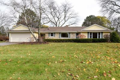 Mequon Single Family Home For Sale: 11308 N Valley Dr