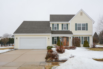 Oconomowoc Single Family Home For Sale: 926 Spring Waters Dr
