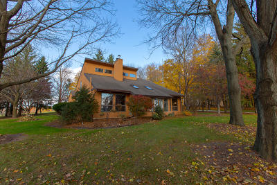 Jefferson County Single Family Home For Sale: W1870 Rockvale Rd