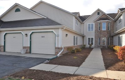 New Berlin Condo/Townhouse Active Contingent With Offer: 12621 W Beloit Rd