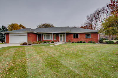 Brookfield Single Family Home Active Contingent With Offer: 2440 Sheraton Rd