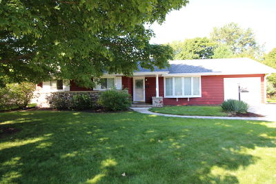 Hartland Single Family Home Active Contingent With Offer: 273 Hazel Ln
