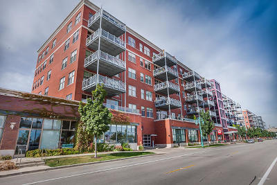 Milwaukee Condo/Townhouse Active Contingent With Offer: 601 E Erie St #615