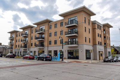 Shorewood Condo/Townhouse Active Contingent With Offer: 1717 E Kensington Blvd #206