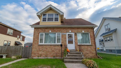 South Milwaukee Single Family Home For Sale: 1621 Rawson Ave