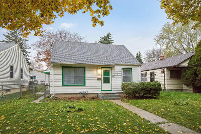 Milwaukee Single Family Home For Sale: 5261 N 48th St