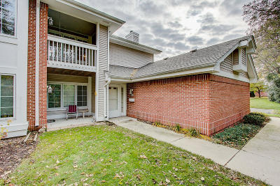 Greendale Condo/Townhouse For Sale: 8985 Woodbridge Dr
