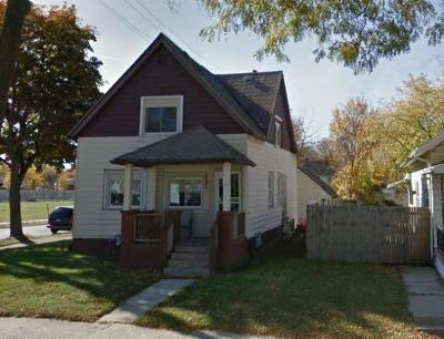 Milwaukee Single Family Home For Sale: 3301 N 37th St