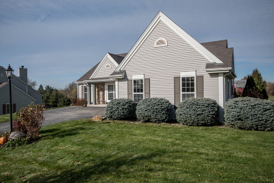 Waukesha Single Family Home Active Contingent With Offer: 1142 River Place Blvd