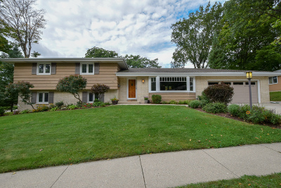 Greendale Single Family Home Active Contingent With Offer: 5511 Bentwood Ln