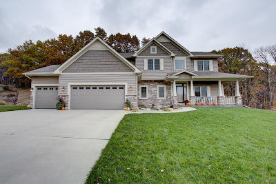 West Bend Single Family Home Active Contingent With Offer: 1507 Hummingbird Ct