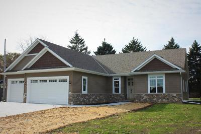 Hartland Single Family Home For Sale: 513 Memory Ln