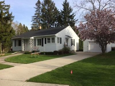 Sheboygan Single Family Home Active Contingent With Offer: 2517 Erie Ave