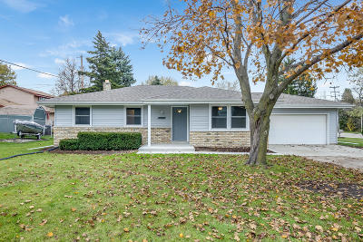 Racine Single Family Home Active Contingent With Offer: 5502 Carriage Hills Dr