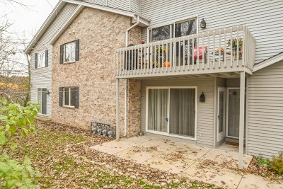 Delafield Condo/Townhouse Active Contingent With Offer: 2342 Quail Hollow Ct #A