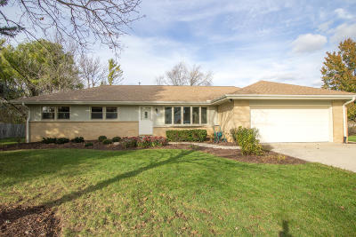 Menomonee Falls Single Family Home Active Contingent With Offer: N68w13350 Ranch Rd