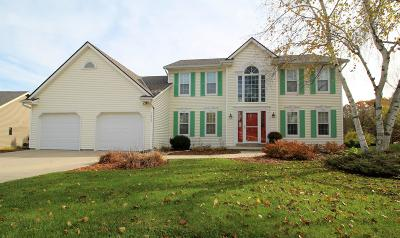West Bend Single Family Home For Sale: 1025 Hazelwood Ct