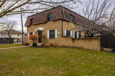 New Berlin Condo/Townhouse For Sale: 1569 S Carriage Ln