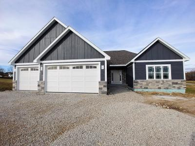 Slinger, Town Of Polk Single Family Home For Sale: 2490 Sunrise Ct