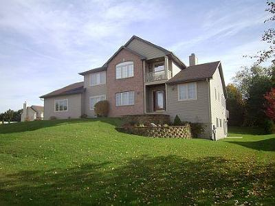 Racine Single Family Home Active Contingent With Offer: 4921 Pinetree Cir