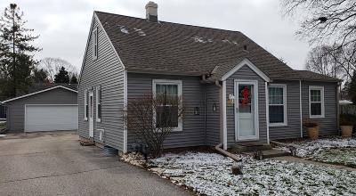 Oconomowoc Single Family Home For Sale: N53w37153 Madison St